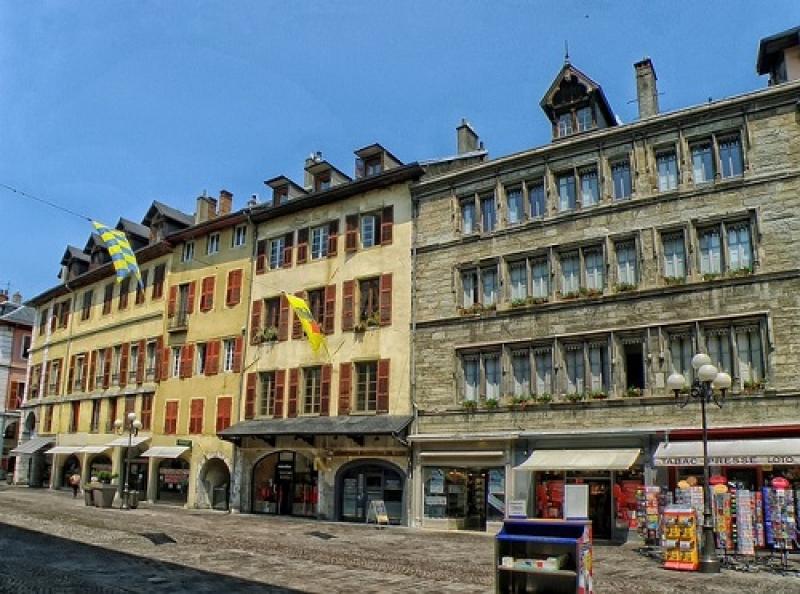 https://www.generaleimmobiliere73.com/sites/generaleimmobiliere73.com/files/styles/actualite-large/public/actualite/visuels/amenagement-terrasse-chambery.jpg?itok=_UAzZiPb