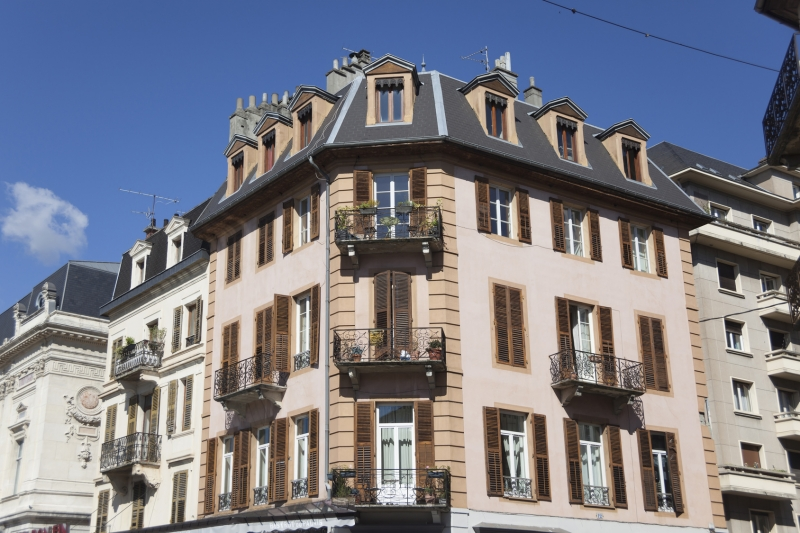 https://www.generaleimmobiliere73.com/sites/generaleimmobiliere73.com/files/styles/actualite-large/public/actualite/visuels/vente-immobilier-ancien-chambery.jpg?itok=nRzdwu5h